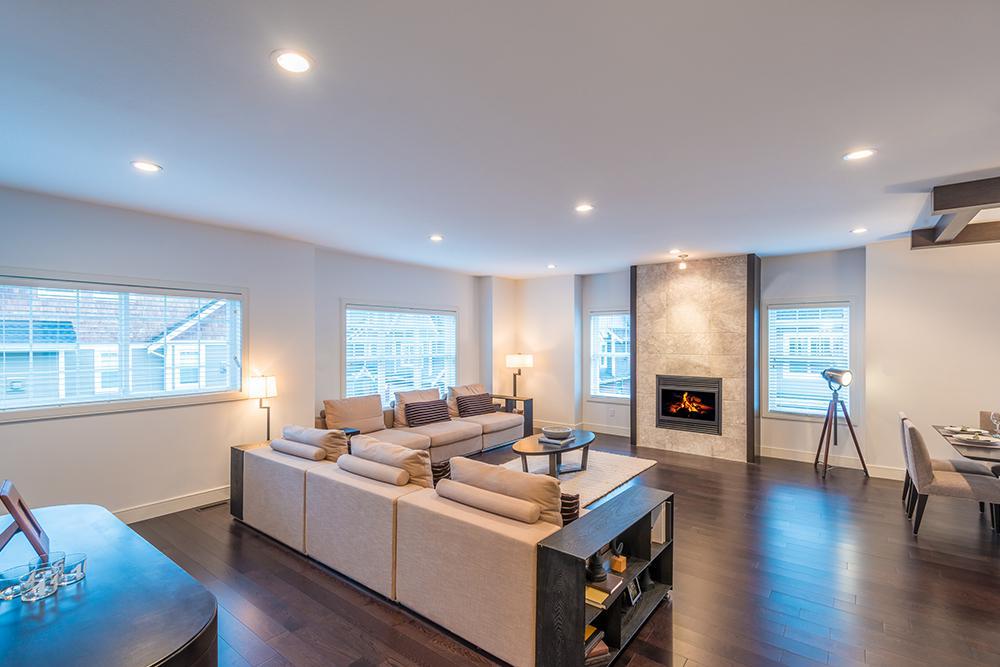 Astuces d co pour agrandir visuellement son salon sarah chart - Conseils sur la disposition des meubles pour agrandir un salon ...